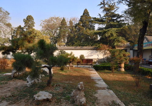 Situated in the backyard of the residence, it is also called Tieshan Garden.