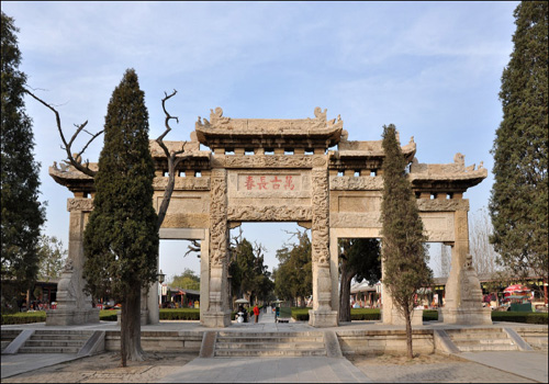 Located in the north of Qufu city, it is the exclusive Cemetery of Confucius and his families.