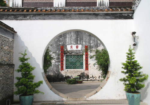Moon gates are frenauently seen in Mandarin's House of Macau.