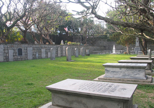 Located on the side of the Camoes Garden, protestant cemetery used to be called Cemetery of East Indian Company.