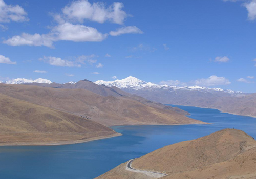 Yamdrok Yumtso Lake is one of three holy lakes of Tibet and the other two are Namtso Lake and Lake Manasorovar.