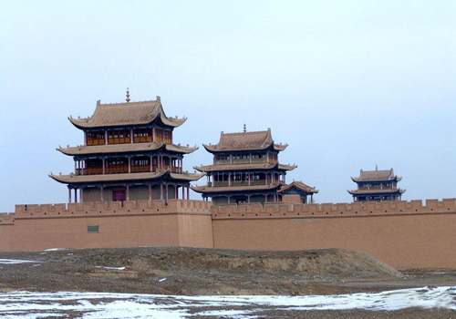 Jiayuguan Fort is reasonably arranged, with three outside city walls and many lines of defense.