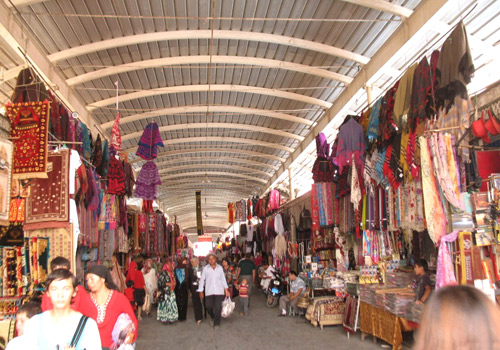 Located at the East Gate of Kashgar, the famous Kashgar Bazaar is a traditional trade market with a history of 2000 years.