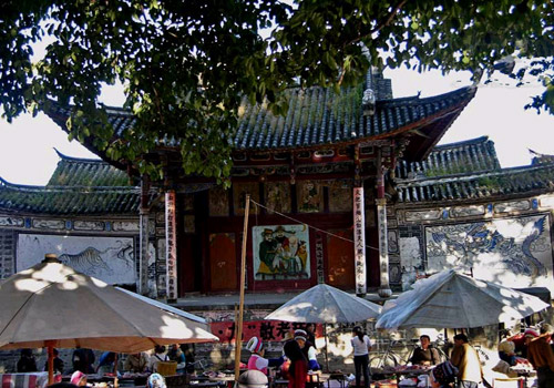 In the north square there is a wood-made ancient stage, built in the year of 1895.