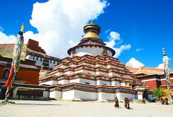 Kumbum Stupa & Pelkor Chode Monastery