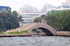 Yihong Hall Royal Wharf / Yihong Tang