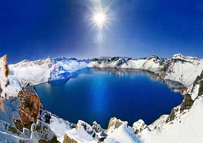 Heavenly Lake / Pool in Changbai Mountain