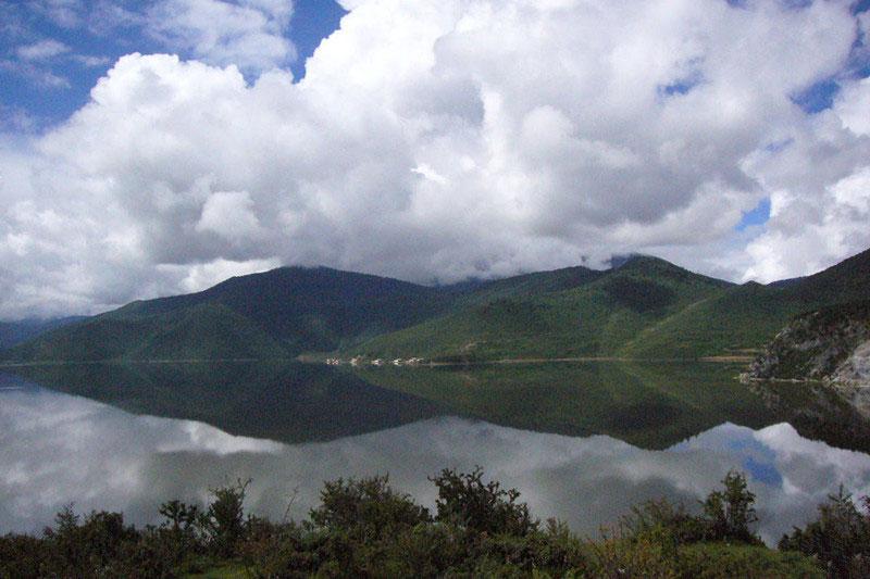 Napahai Lake