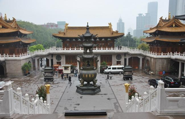 Jing'an Temple is a famous Esoteric Buddhist temple located in downtown Shanghai.