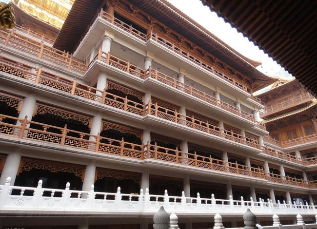 The existing architecture of Jing'an Temple was mainly built during the reign of Emperor Guangxu (1875-1908).