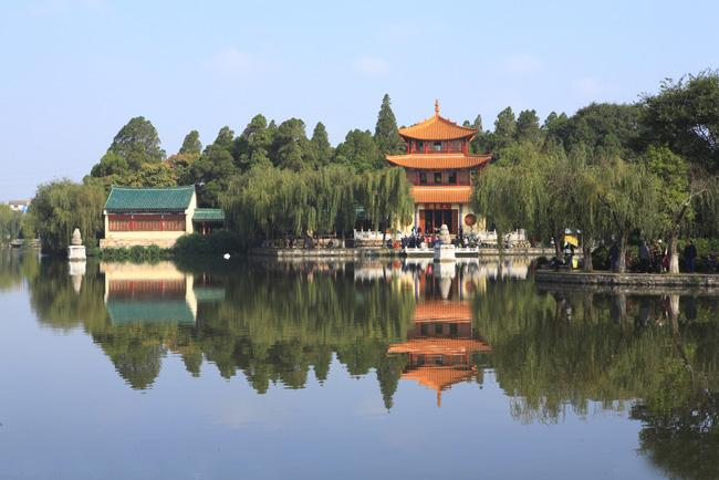 Kunming Daguan Park is consisting of seven scenic areas.
