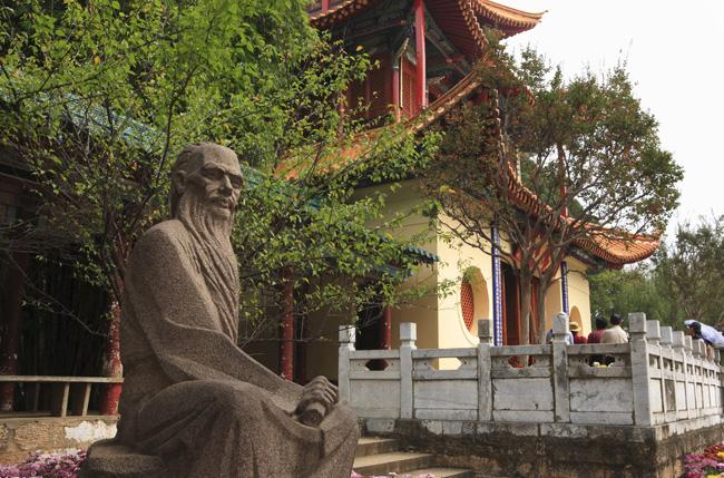 The sculpture of Sun Ranweng, a famous scholar of Qing Dynasty, in Daguan Park, Kunming