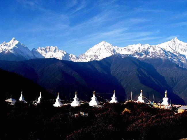 Meili Snow Mountain seen from Feilai Temple, Diqing(Shangri-la)