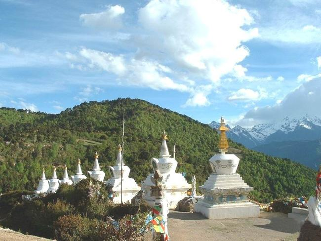 The white stupas of Feilai Temple, Diqing(Shangri-la)