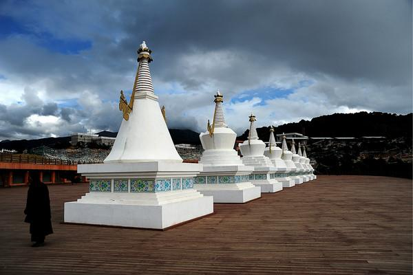 The viewing square and white stupas, Diqing(Shangri-la)
