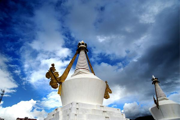 The white stupa and blue sky, Diqing(Shangri-la)
