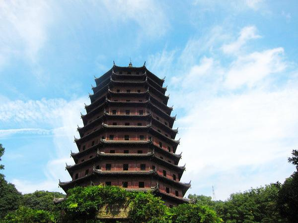 The Six Harmonies Pagoda is one of West Lake's top views in Hangzhou.