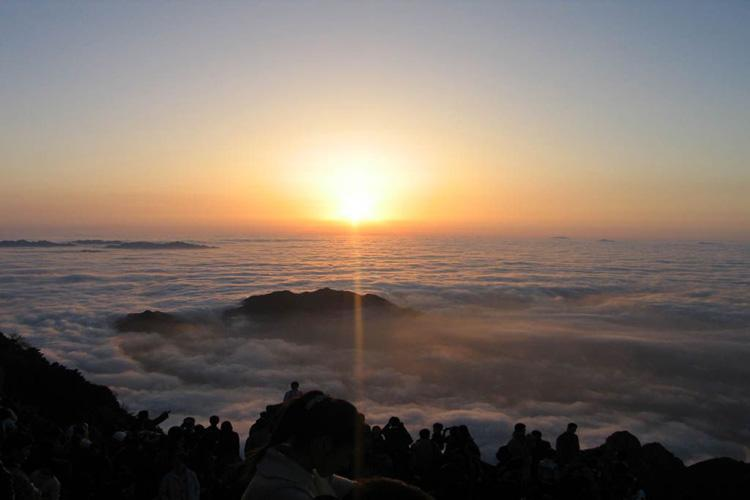 Sunrise and Sea of Clouds at Mount Tai-1