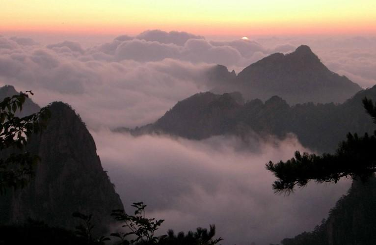 Sunrise and Sea of Clouds at Mount Tai-2