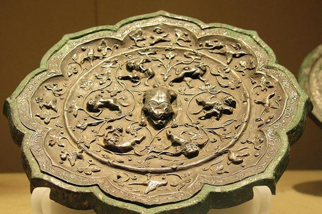 An exquisite bronze article collected in the museum, Xi'an