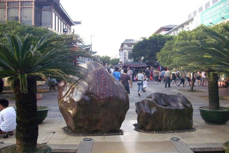 Zhengyang Pedestrian Street in Guilin-1