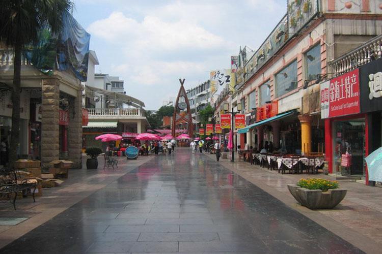 Zhengyang Pedestrian Street in Guilin-2