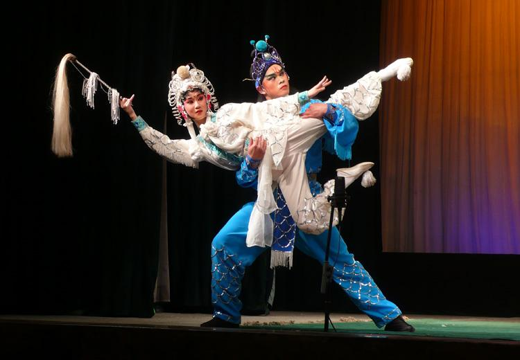 Lifting in Sichuan Opera, Chengdu