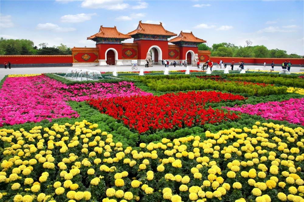 Red Gate with flower exhibition