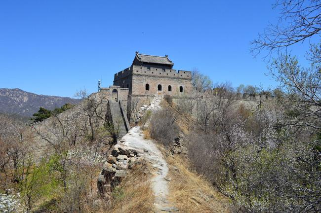 Watchtowers on Great Wall are ususally built dozens of meters between walls.