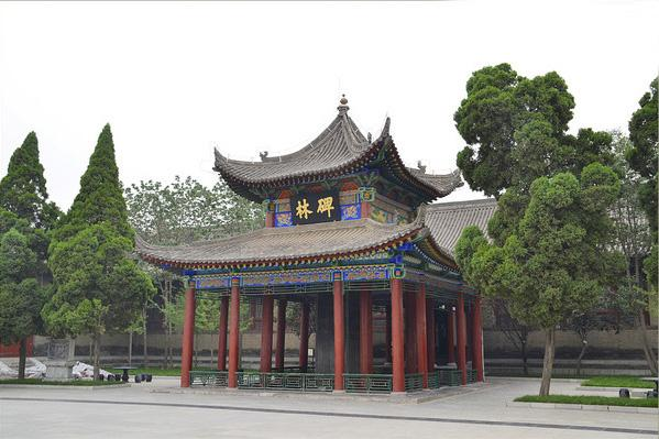 The pavilion gate of the Forest of Stele Museum in Xi'an.
