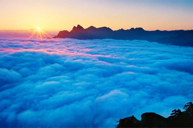 The amazing cloud sea on the top of Huashan Mountain, Xi'an