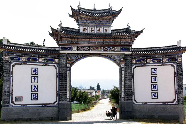 The gate of the Xizhou Ancient Town in Dali.