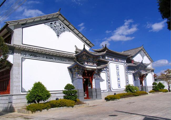 Houses of Bai people in Xizhou are unique in design and elegant in appearance.