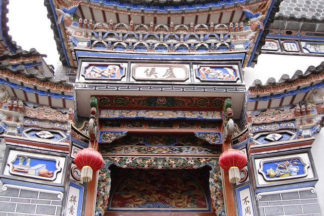 The exquisite gate of the house of Bai People in Xizou, Dali