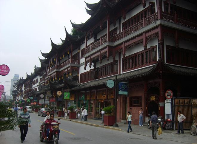 Many a century-aged shop and teahiouse can be found in the Old Street of Shanghai.