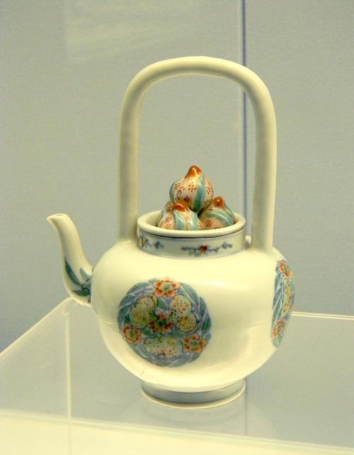 The painted procelain pot, Shanghai Museum