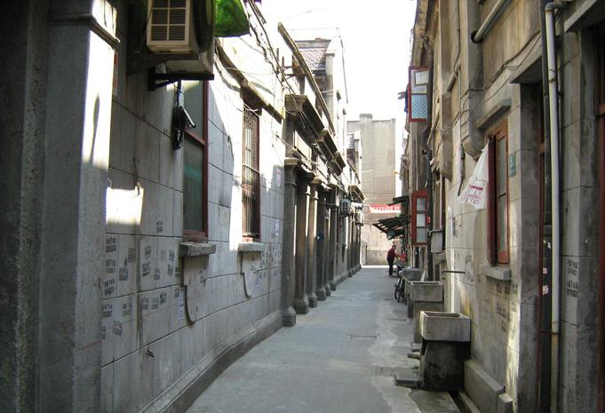The small lanes in Xintiandi is the site to see the local life of Shanghai.