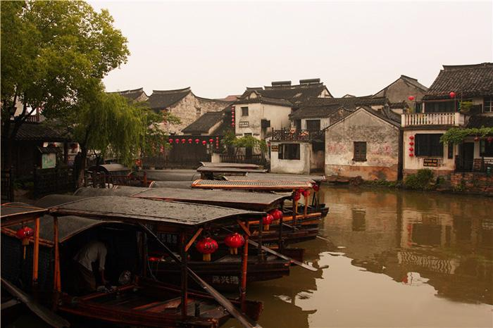 Xitang offers a rich cultural experience and an array of spectacular lakes and river scenery.