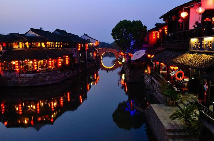 The beautiful night view of Xitang.