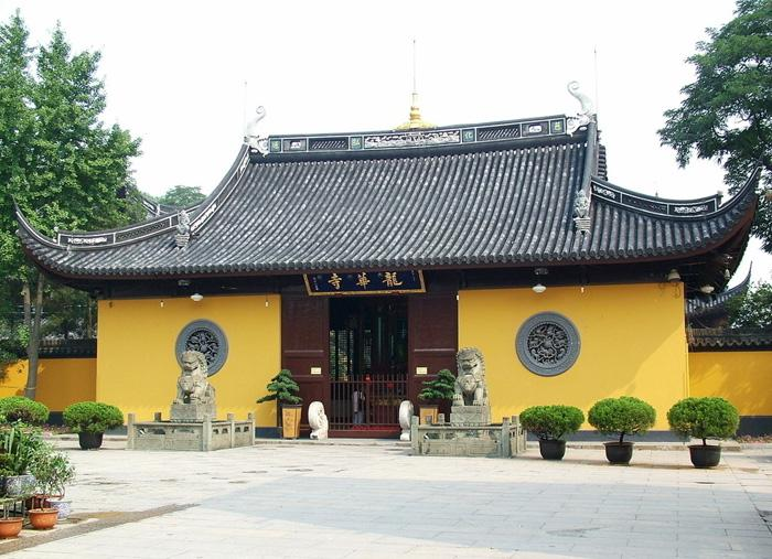 Longhua Temple of Shanghai is best known for its ancient architecture.