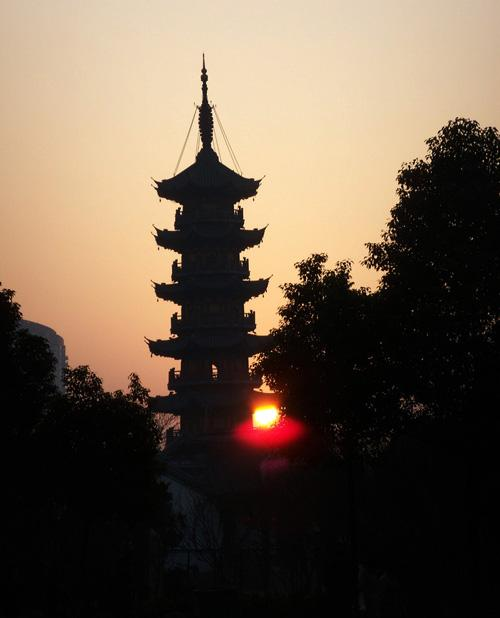 The morning scene of Longhua Pagoda, Shanghai