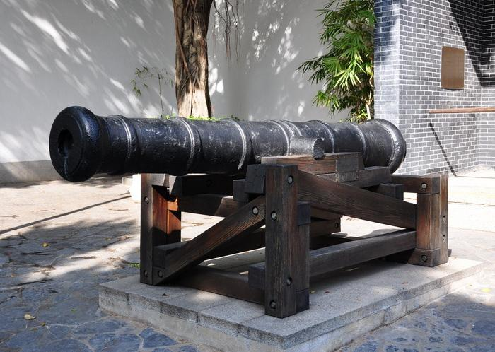 The cannon made in 1802 in the front of the Yamen (government office in ancient times).