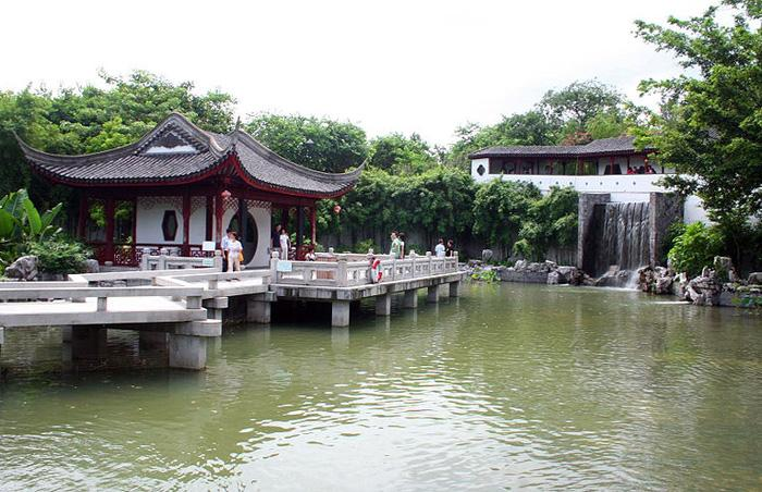 The delicate scene in Kowloon Walled City Park, Hong Kong