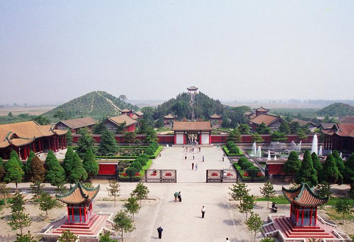 A overview of the Maoling Mausoleum, Xi'an