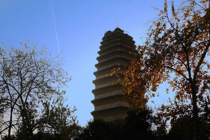 The Small Wild Goose Pagoda is so named due to its similar appearance and function to the Big Wild Goose Pagoda.