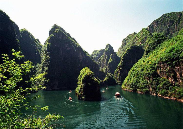 Scenery of Longqing Gorge Scenic Area is Often Compared with Li River in Guilin