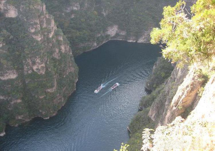Overlook the Longqing Gorge from the Peak of Heavenly Emperor