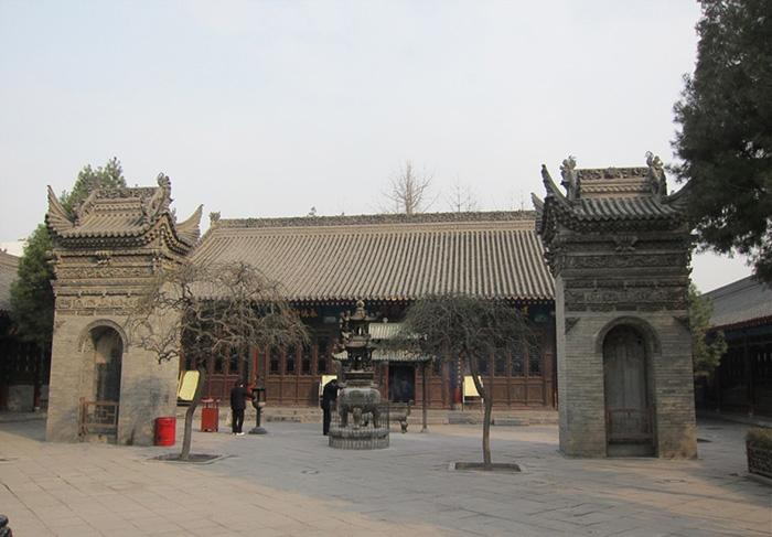 The tablet pavilion and censer in front of the hall, Temple of the Eight Immortals