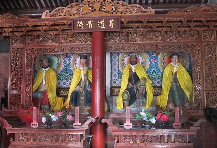 The immortals enshrined in the temple