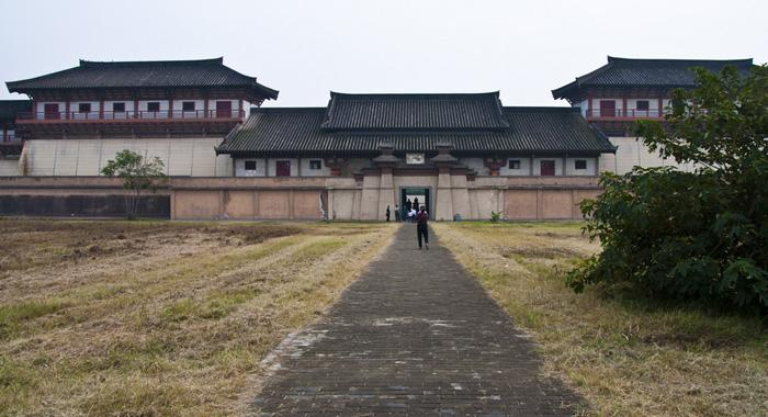 Hanyangling Mausoleum is the sleeping site for Emperor Hanjingdi of Western Han Dynasty (206BC-24AD) and his queen.